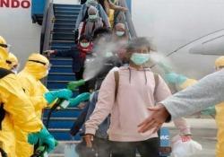 Indonesia: i passeggeri in arrivo da Wuhan sono stati accolti così in aeroporto Le immagini diffuse dal ministero degli Esteri - CorriereTV