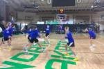 L'impresa delle ragazze del basket: 5 canestri da metà campo