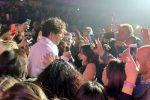 Mika in concerto al PalaCalafiore di Reggio: show contro ogni formalità