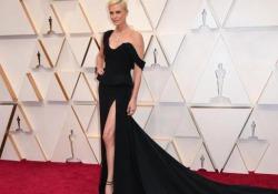 Oscar 2020, da Charlize Theron a Natalie Portman: le star sfilano sul red carpet Gli outfit protagonisti della serata - Ansa