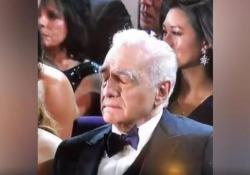Oscar 2020, Scorsese si addormenta durante la performance di Eminem Il regista Martin Scorsese, 77 anni, si appisola in platea - Corriere Tv