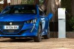 Peugeot e-208 e e-2008 anche per i neopatentati