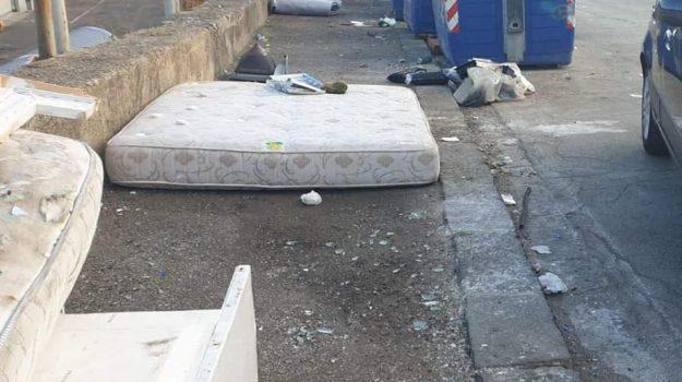materassi, rifiuti, Messina, Sicilia, Cronaca