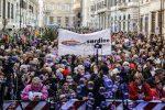 Sardine in piazza a Roma: nel mirino i decreti sicurezza, attacchi a Di Maio e al Pd