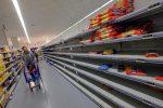 Coronavirus, supermercati presi d'assalto a Palermo: clienti a caccia di scorte, scaffali vuoti