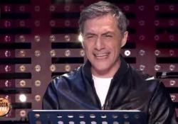 «Solo l'amore salverà il mondo». L'emozionante monologo di Filippo Timi L'attore ospite a «Da Noi - a ruota libera», per lanciare «Skianto Fantastico Show» - Corriere Tv