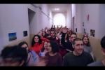 Stop al fumo: video con flashmob di cento studenti a scuola