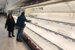 Coronavirus, assalto ai supermercati ma nessun allarme scorte e sul web fioccano i rincari