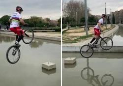 «Vorreste vedermi cadere», il ciclista spagnolo e i salti a rischio nella fontana Protagonista Sergi Llongueras, «ciclista urbano» di Barcellona - Dalla Rete
