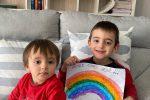 """Arcobaleni contro il Coronavirus, da Messina i nuovi disegni dei bambini: """"Andrà tutto bene"""""""