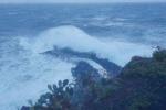 Erosione costiera senza freni, crolli e paura a Ginostra