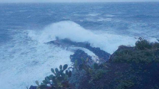 erosione costiera, ginostra, stromboli, Messina, Sicilia, Cronaca
