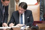 """Lombardia e 14 province """"blindate"""", Conte firma il decreto sul coronavirus: cosa prevede"""