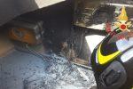 Incendio a Satriano Marina, le fiamme divorano un impianto fotovoltaico
