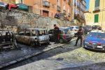 Incendiano tre auto nella notte a Cosenza, i carabinieri denunciano tre giovani