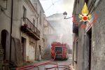 Incendio in un'abitazione di Satriano, due persone lievemente ferite