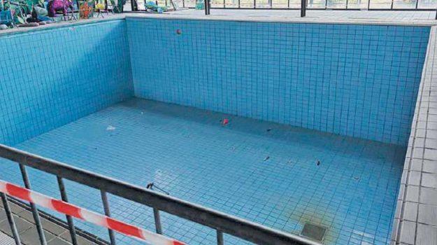 piscina, taormina, Messina, Sicilia, Economia