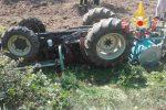 Lamezia, 40enne si ribalta con il trattore e muore schiacciato