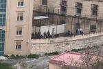 Caos Coronavirus nelle carceri, alta tensione all'Ucciardone di Palermo: 20 detenuti evasi a Foggia