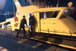 I carabinieri trasportano bombole d'ossigeno a Vulcano e salvano un 68enne