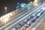 Nuovi divieti ma l'esodo per la Sicilia non si ferma, file di auto agli imbarcaderi per Messina