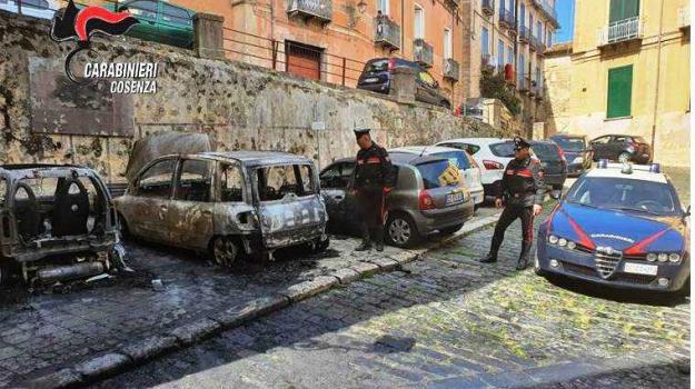 auto, incendio, Cosenza, Calabria, Cronaca