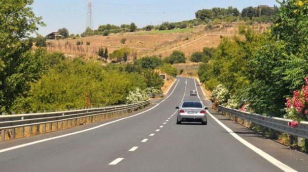 autostrada, Ragusa-Catania, Sicilia, Economia