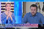 Il siparietto religioso D'Urso-Salvini è uno schiaffo alla vera pietas