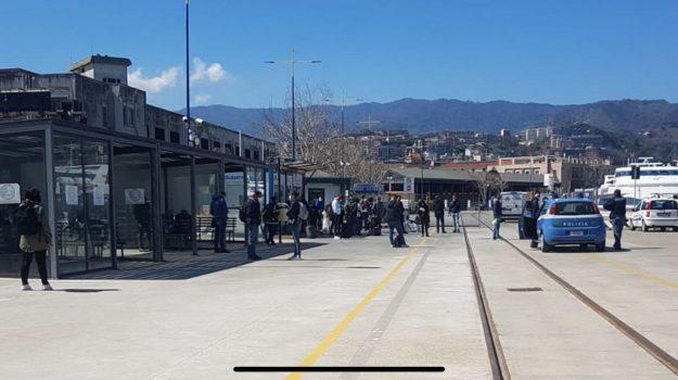 collegamenti, corse, stretto, Messina, Sicilia, Economia