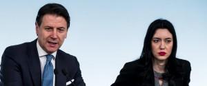 Il premier Giuseppe Conte con il ministro della Pubblica Istruzione Lucia Azzolina