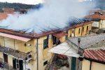 A fuoco una casa a Dasà: le foto da via dei Trappeti