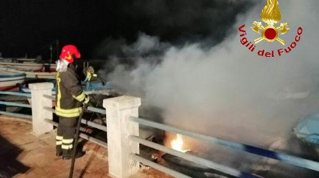 barche, incendio, vigili del fuoco, Catanzaro, Calabria, Cronaca