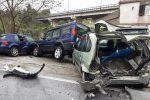 Messina, incidente a Ortoliuzzo: va fuori strada e travolge tre auto in sosta - Foto
