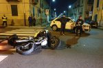 Incidente stradale a Messina, auto contro moto ad un incrocio: due feriti