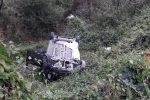 Auto sbatte contro guard-rail e finisce in un burrone sulla Platì-Bovalino, muore 48enne