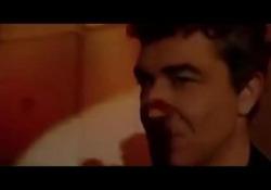 Le regole e gli italiani, il monologo del «finestrino del treno» di Gioele Dix In tempo di coronavirus torna di attualità torna di attualità l'analisi del comico sul comportamento degli italiani di fronte a regole e divieti - Corriere Tv