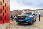Opel Grandland X Hybrid4, facile da guidare