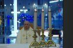 Il Papa prega per la fine della pandemia: ci sentivamo forti, non abbiate paura - Diretta