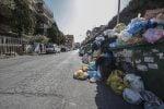 Le nuove regole sui rifiuti dividono la Calabria, comunità locali in rivolta