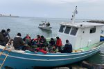 Crotone, in piena emergenza coronavirus sbarcano 12 migranti sul lungomare