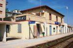 Suicida sotto un treno alla stazione di Badolato, quattro treni cancellati