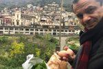 """De Luca va in campagna a Fiumedinisi ed è bufera: """"Ci mostri l'autocertificazione"""""""