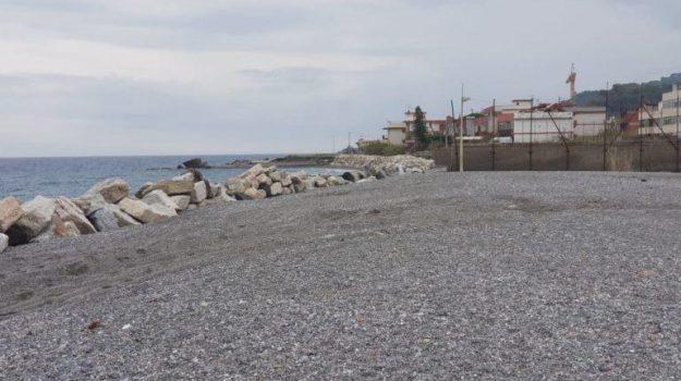 erosione costiera, mare, Messina, Sicilia, Economia