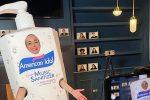 """Katy Perry, spot travestita da detergente: """"Lavatevi le mani e state al sicuro"""""""