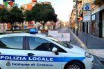 """Imprese in piazza a Crotone, bandiere bianche e chiavi: """"Dobbiamo riaprire"""""""
