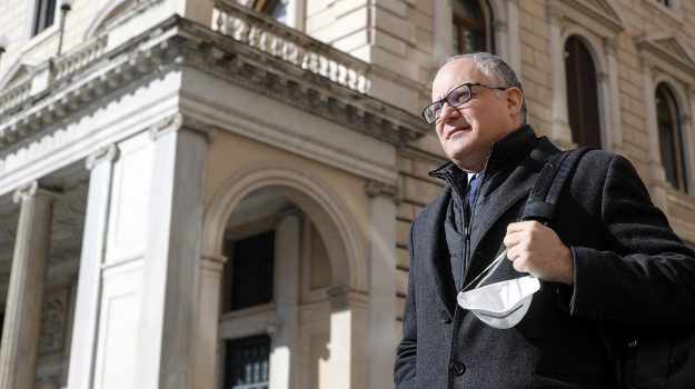 Roberto Gualtieri, Sicilia, Economia