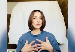 Ambra: «Sostengo Brescia in difficoltà (e ho scoperto la zumba)» L'attrice romana racconta la sua quarantena - CorriereTV