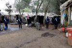 Aggredito a bastonate nella baraccopoli di Taurianova, muore nella notte