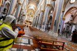 Ripresa delle messe: arrivano mascherine, pinze e distanziatori per i fedeli in chiesa