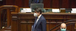 """Conte: """"Fase 2 non è 'liberi tutti' ma l'Italia così non può reggere"""". Nuove regole per i trasporti"""